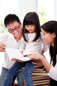 parents helping child read