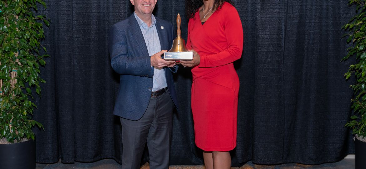 deputy superintendent and assistant superintendent jointly hold Golden Bell Award